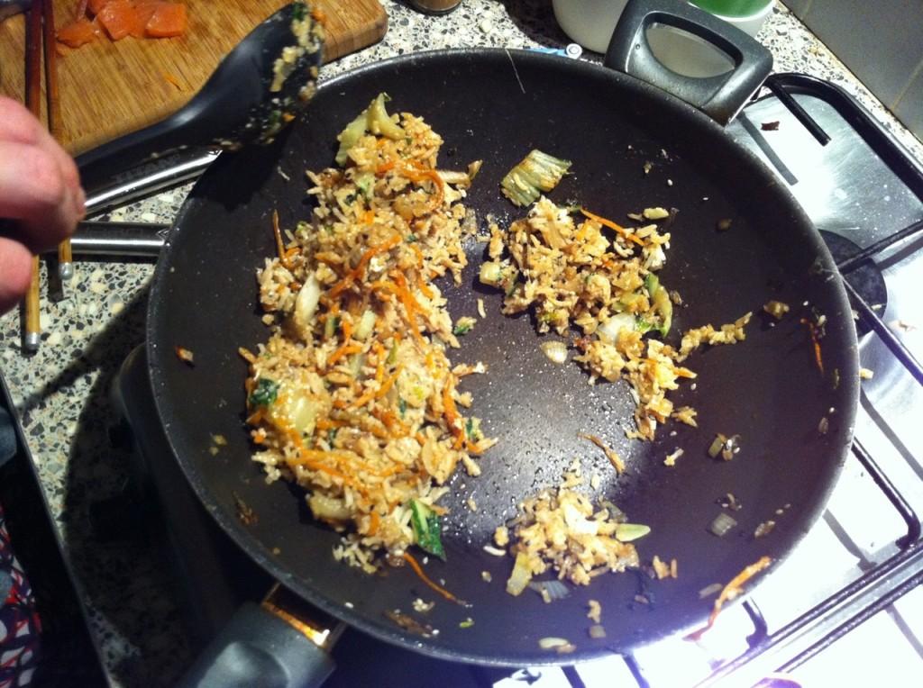 Snelle gebakken rijst voor hongerige mensen