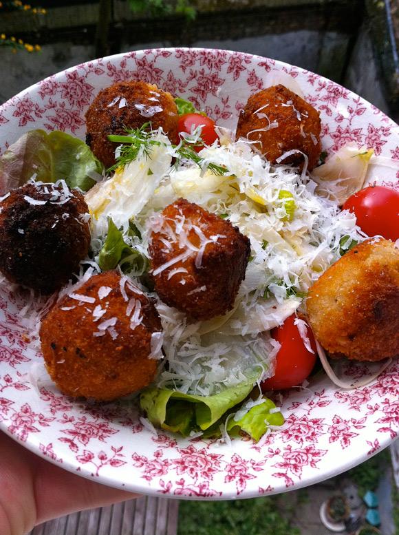 Risottoballetjes, of wat je kan doen met een restje risotto