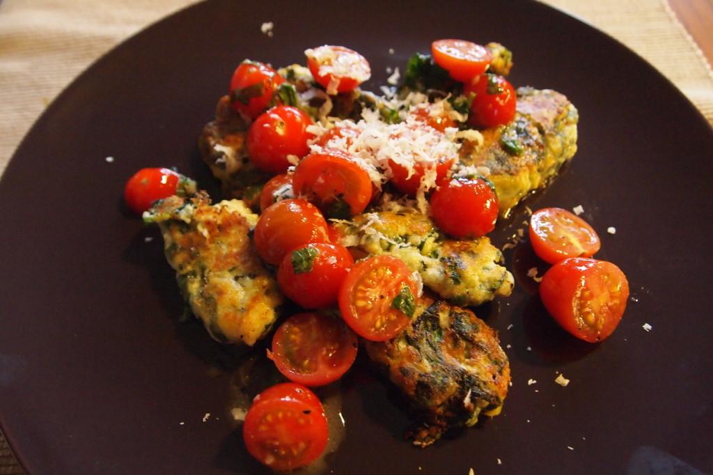 Spinazie-ricotta koekjes met tomatensalsa