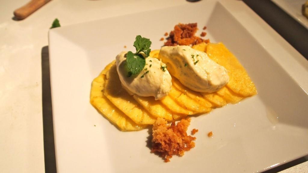 Peter Goossens' ananas/witte chocolade/passievrucht dessert