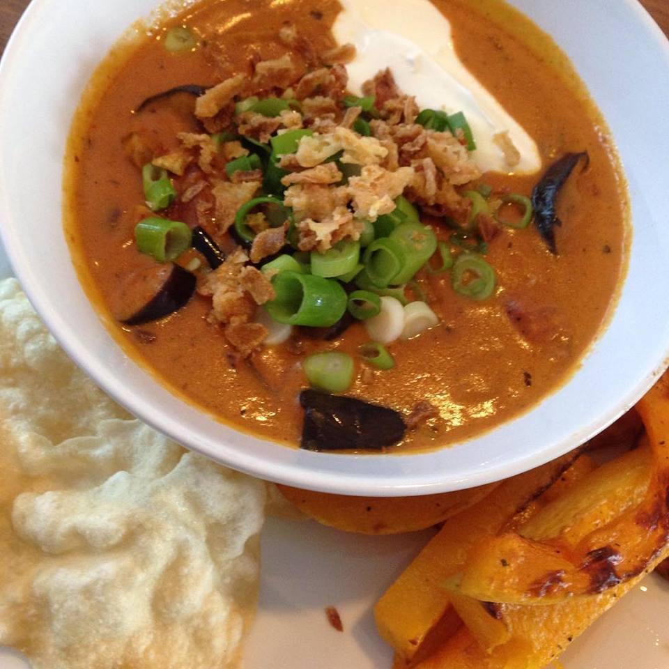 Dagen zonder vlees: curry met aubergine en pompoen