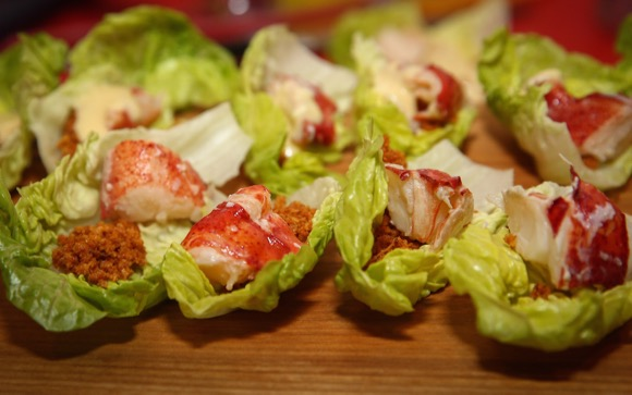 Caesar salad hapje met kreeft en avocado van de duivel